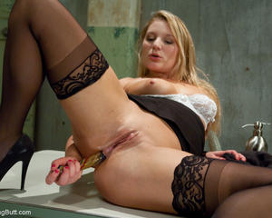 Buttplugged blonde plays with wet pussy