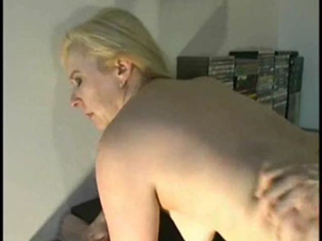 My Stepmom want to see how I live but i fucked her