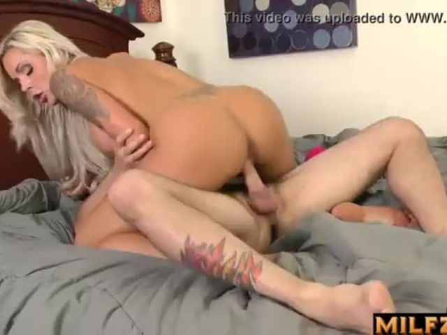 Best Incest(近親相姦): Mom gets fucked by her SOn