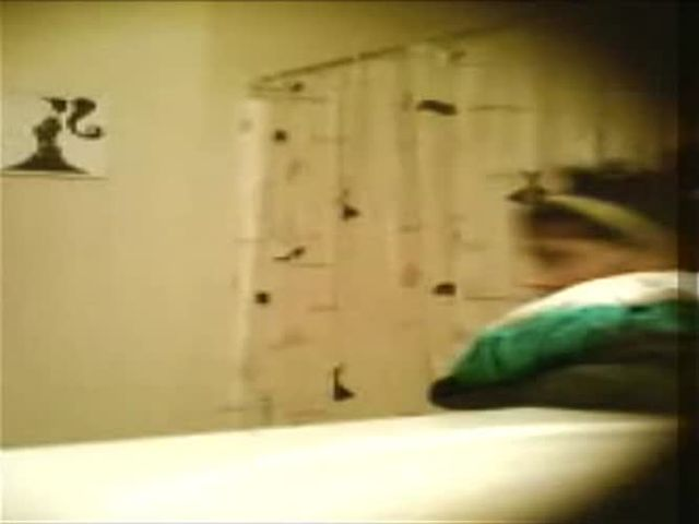 voyeur spy shower.mp4->