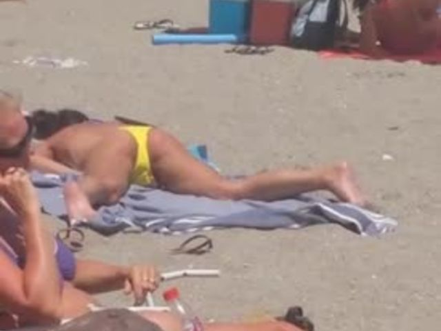 Girl Caught Masturbating on Public Beach